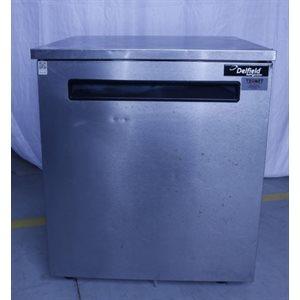 """Réfrigérateur usagé Delfield 406-STAR4 27"""" en acier inoxydable pour plan de travail et comptoir 115v"""